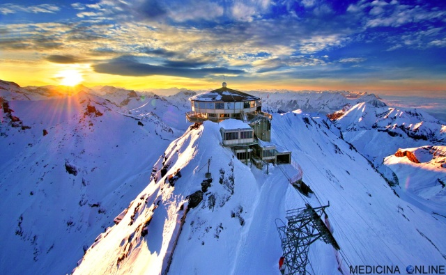 MEDICINA ONLINE MONTAGNA COLLINE NEVE VACANZE SETTIMANA BIANCA HOTEL INNEVATO VETTE SOLE TRAMONTO ALBA NATURA FUNIVIA SCIARE SCI SNOWBOARD.jpg