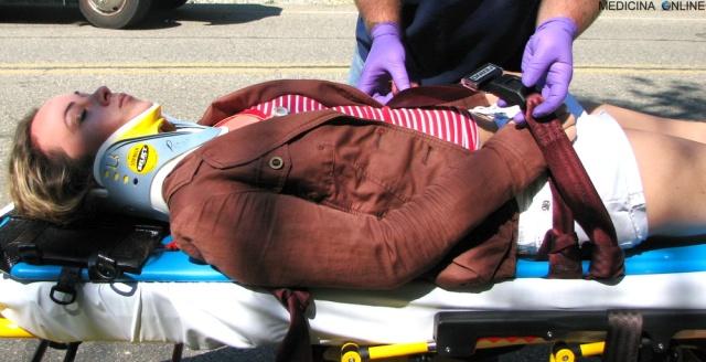 MEDICINA ONLINE collarino collare ortopedico cervicale incidente stradale medicina urgenza emergenza 112 Pronto Soccorso ambulanza paramedico rianimazione collare collo collarino.