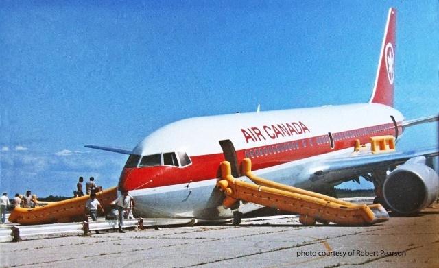 MEDICINA ONLINE Air Canada 143 Robert Pearson Maurice Quintal Gimli Glider aliante di Gimli disastro aereo Boeing 767.jpg