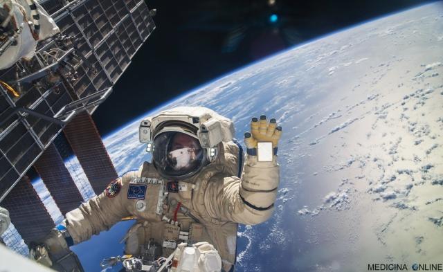 MEDICINA ONLINE ASTRONAUTA TERRA DALLO SPAZIO PASSEGIATA SPAZIALE ORBITA MONDO PIANETA SISTEMA SOLARE ASTRONOMIA Sergey Ryazansky.jpg