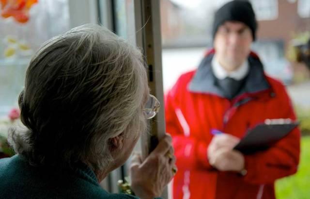 MEDICINA ONLINE Coronavirus attenzione alla truffa dei finti paramedici che suonano alla porta degli anziani soldi rubare.jpg