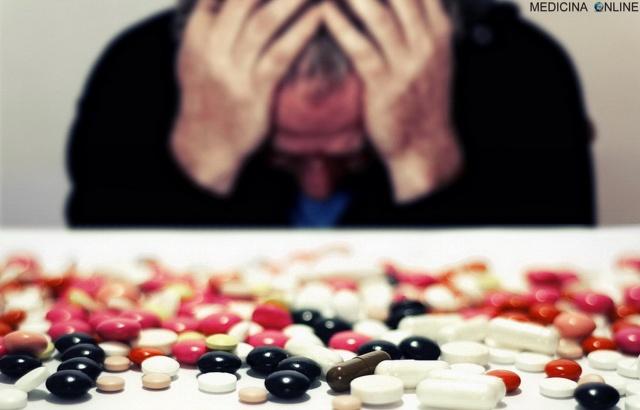 MEDICINA ONLINE FARMACI COMPRESSE PASTIGLIE DOSI SOSTANZA DROGA TOSSICDIPENDENZA SUICIDIO TRISTEZZA TRISTE DISPERAZIONE MORTE DOLORE LSD EROINA COCAINA.jpg
