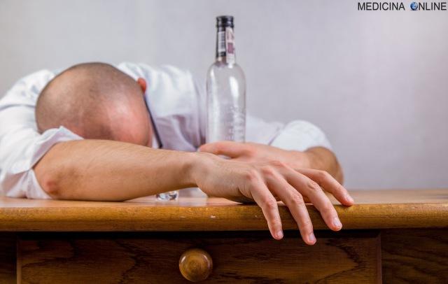 MEDICINA ONLINE ALCOLISTA CHE BEVE ALCOL ALCOHOL ALCOLICO ETANOLO ALCOLISMO TOSSICODIPENDENZA TABACCO ABUSO SOSTANZA DIPENDENZA ALCOLISTI ANONIMI TERAPIA PSICOTERAPIA.jpg