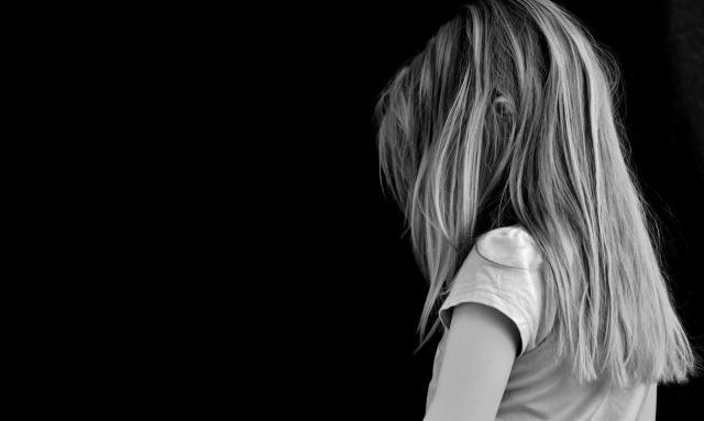 MEDICINA ONLINE BAMBINO BIMBO PEDIATRIA PEDAGOGIA TRISTE NERO DEPRESSIONE TRISTEZZA SOLITUDINE BULLISMO DIVORZIO FAMIGLIA SEPARAZIONE.jpg